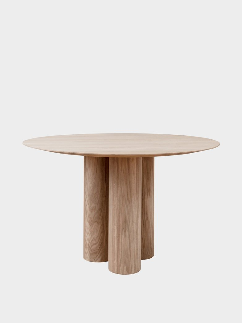 Hommage Grande Dining Table – White Stained Oak - Ø 120 cm