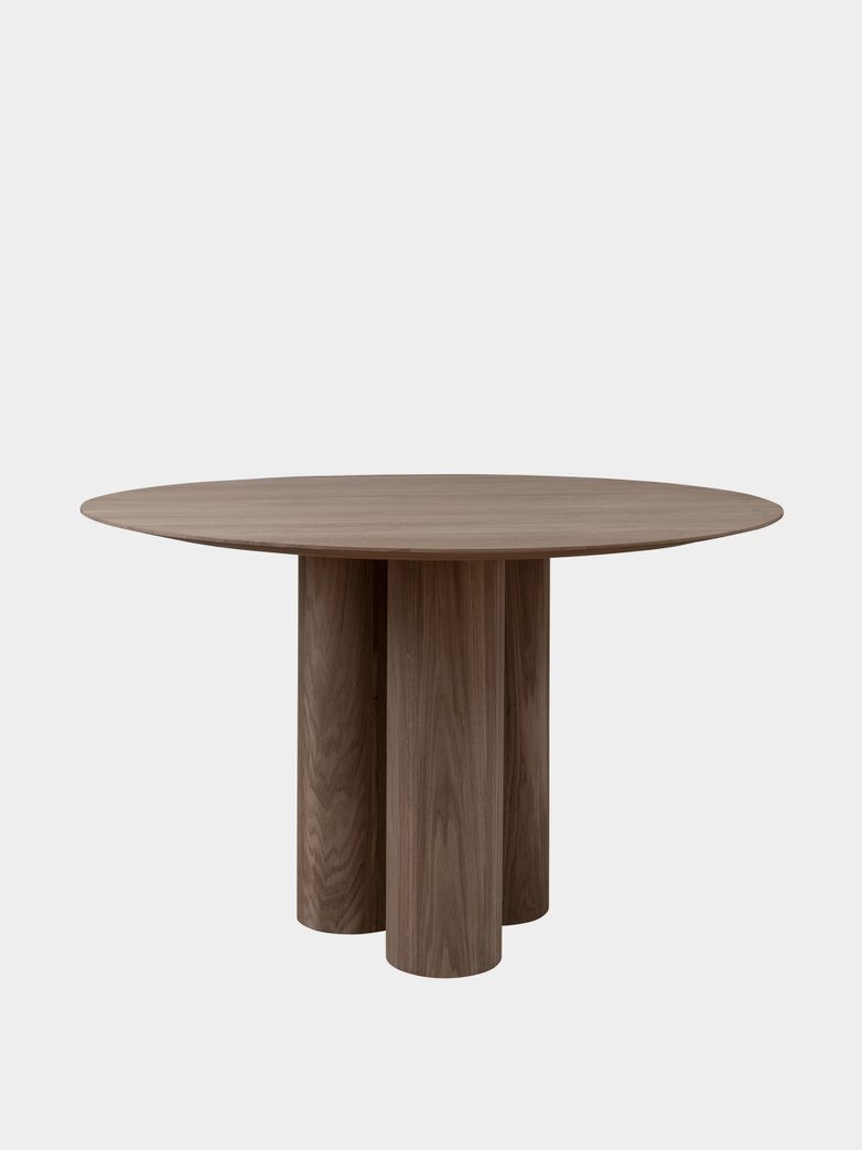 Hommage Grande Dining Table – Smoked Oak - Ø 135 cm
