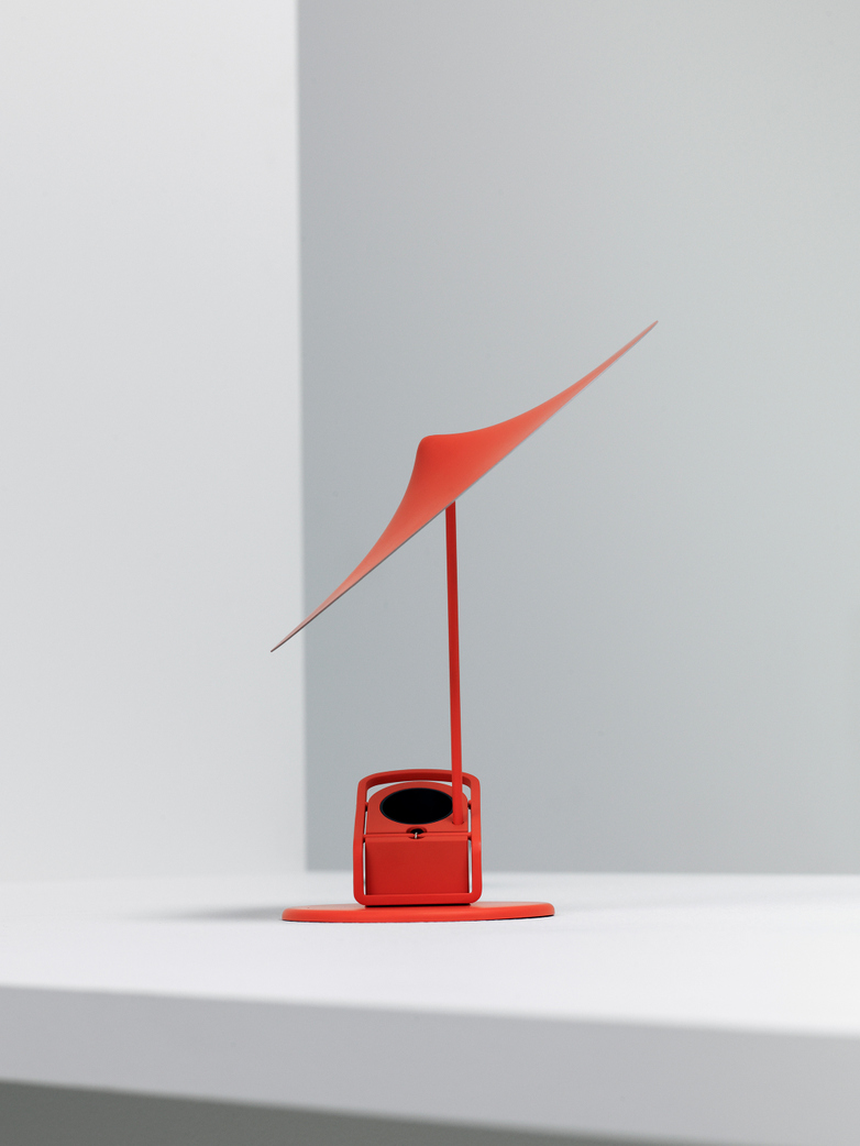 Île w153 Table Lamp - Poppy Red
