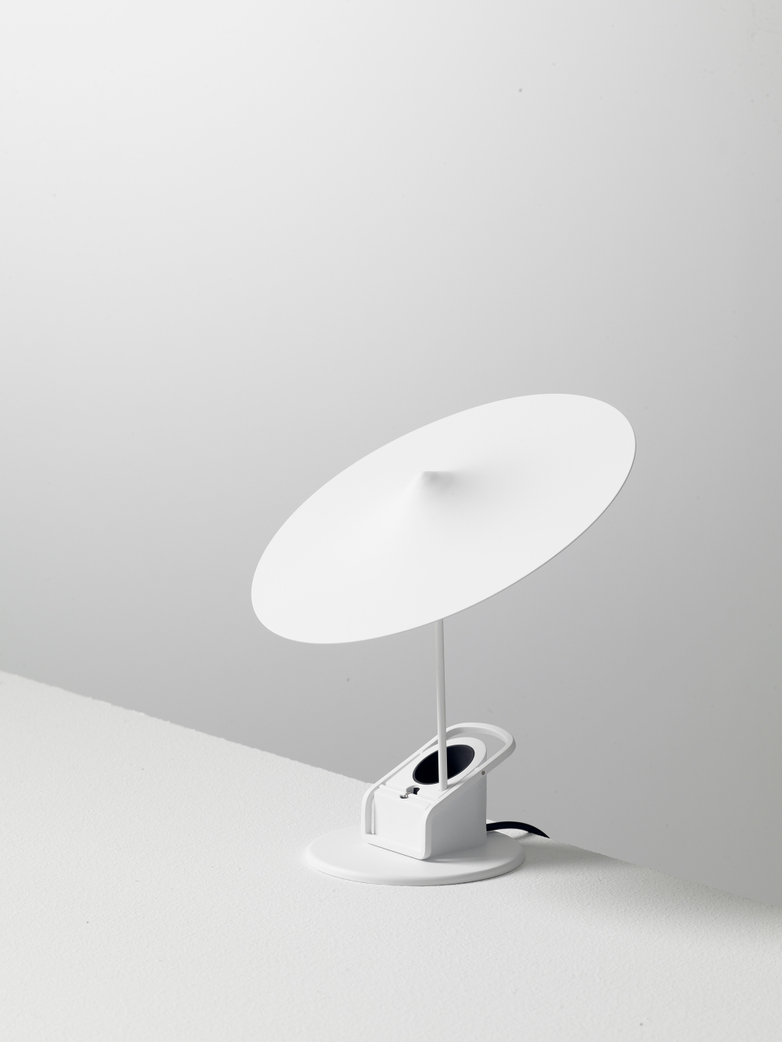 Île w153 Table Lamp - Traffic White
