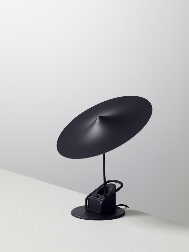 Île w153 Table Lamp - Jet Black