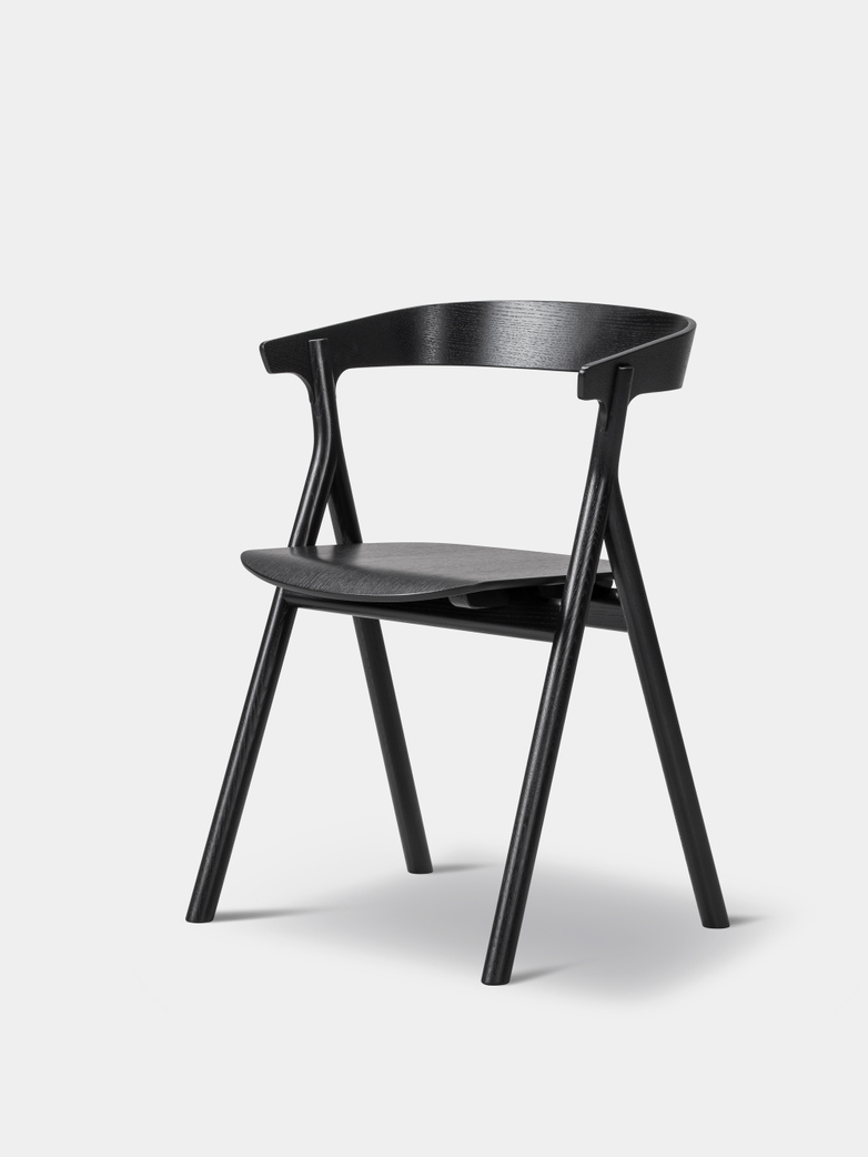 Yksi Chair - Black Lacquered Oak