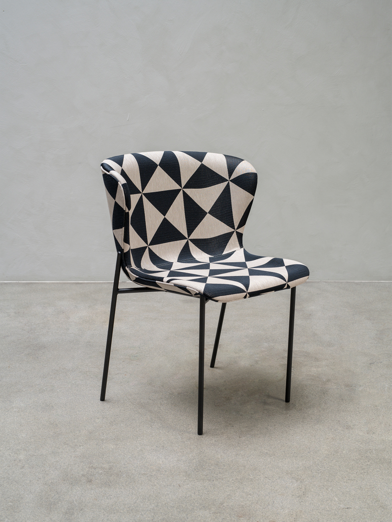 La Pipe Chair – Dark Ivory