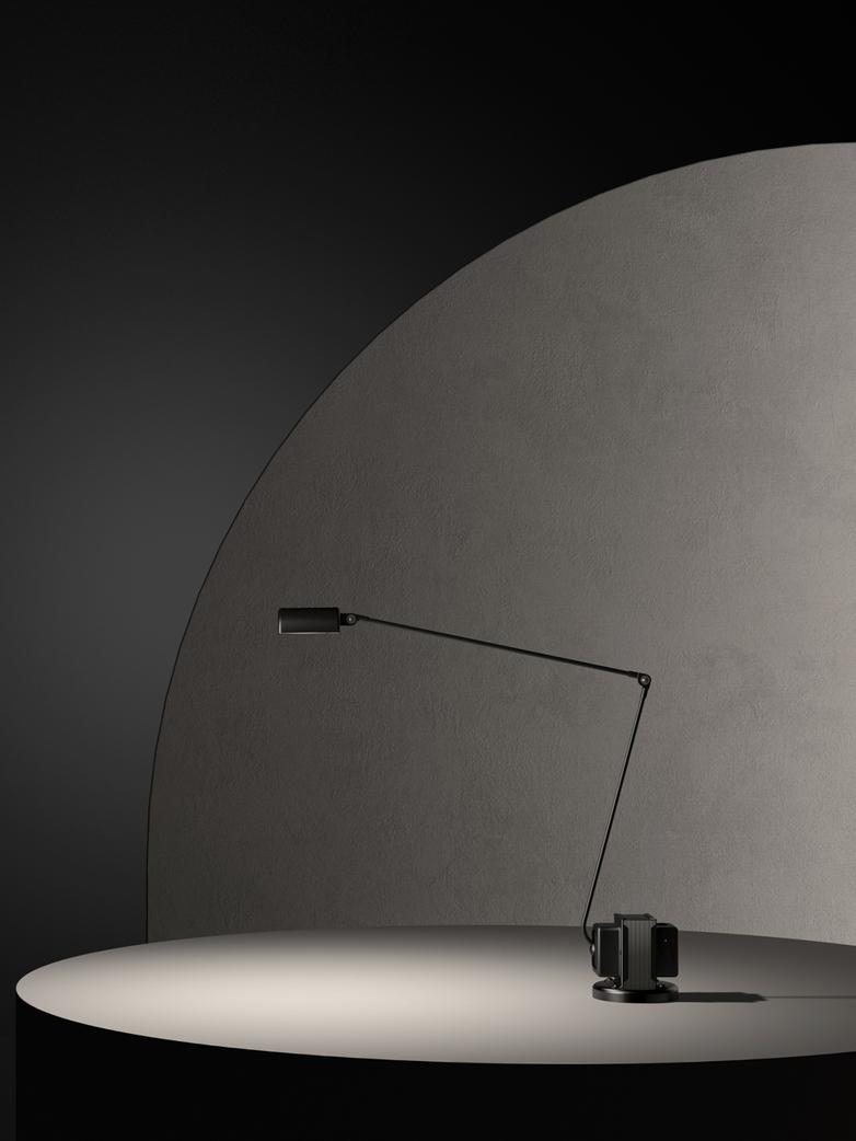 Daphine – Table Lamp – Black