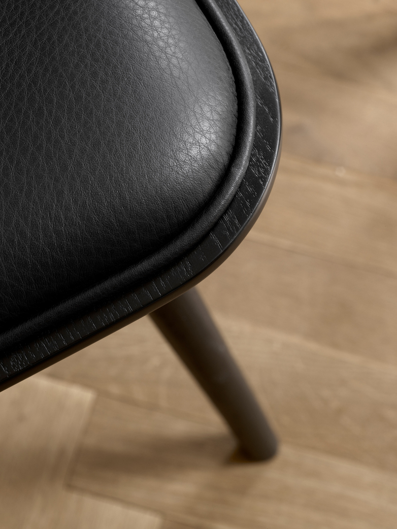 Spine Wood Base Chair - Oak Black Lacquered/Black Leather 88