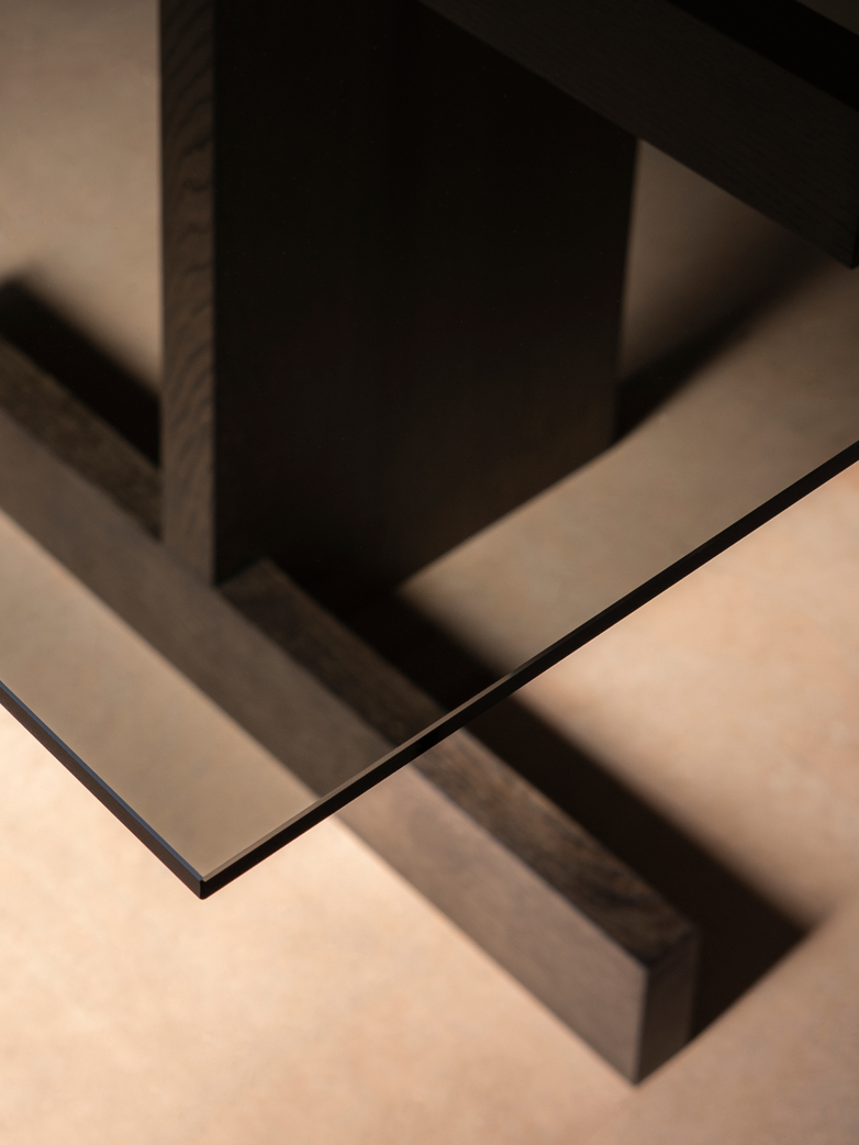A-DT01 Table - Smoked Oak/Glass