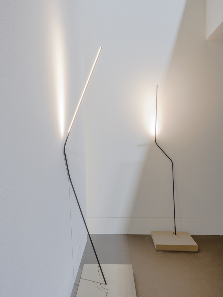 Neo Floor Lamp - Black