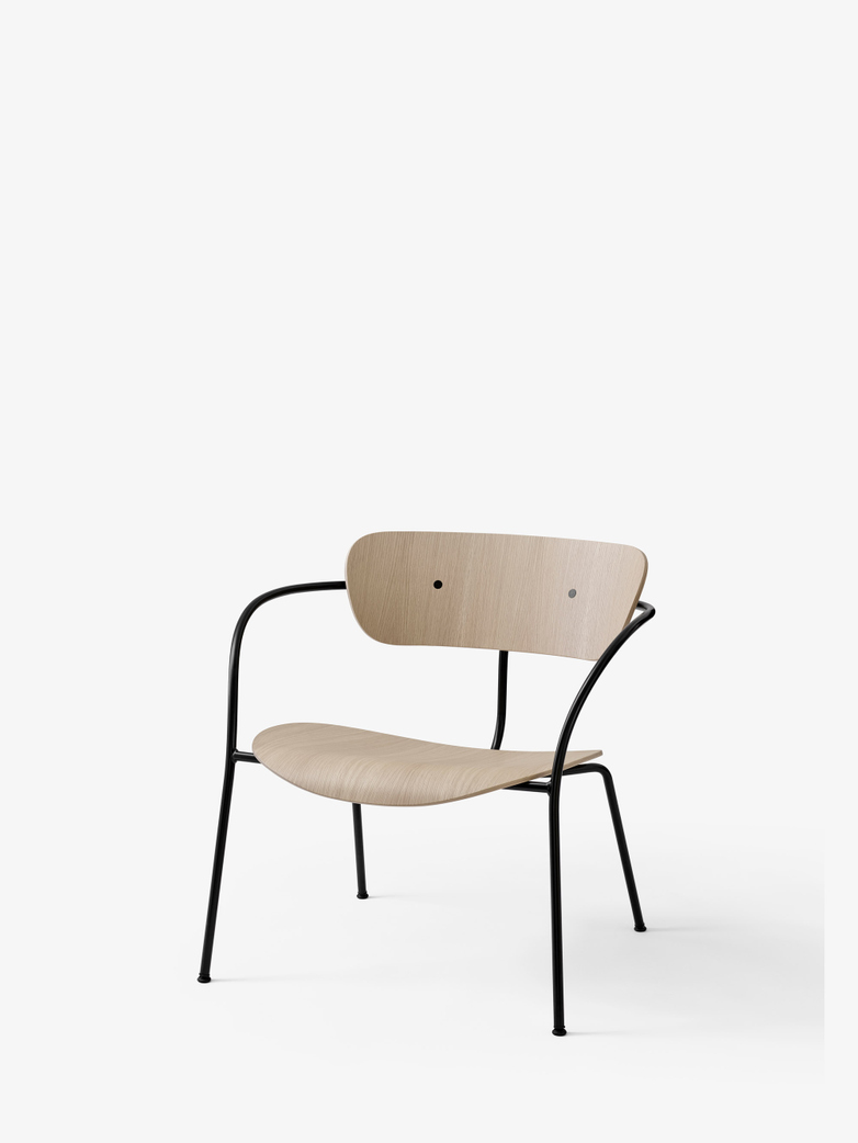 Pavilion AV5 Lounge Chair – Lacquered Oak