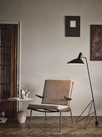 Boomerang HM2 Lounge Chair - Walnut - Karakorum 003