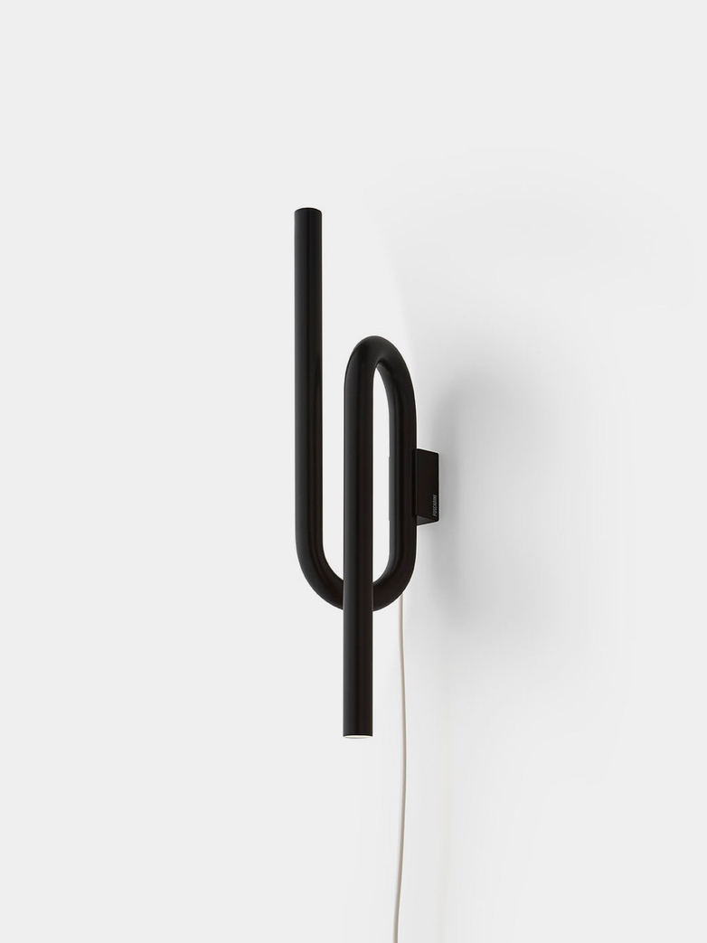 Tobia Wall Lamp - Black