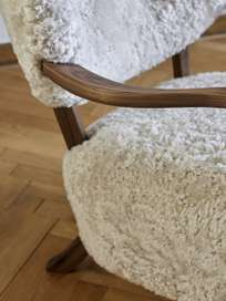 Wulff Lounge Chair - Sheepskin Moonlight 17mm - Walnut