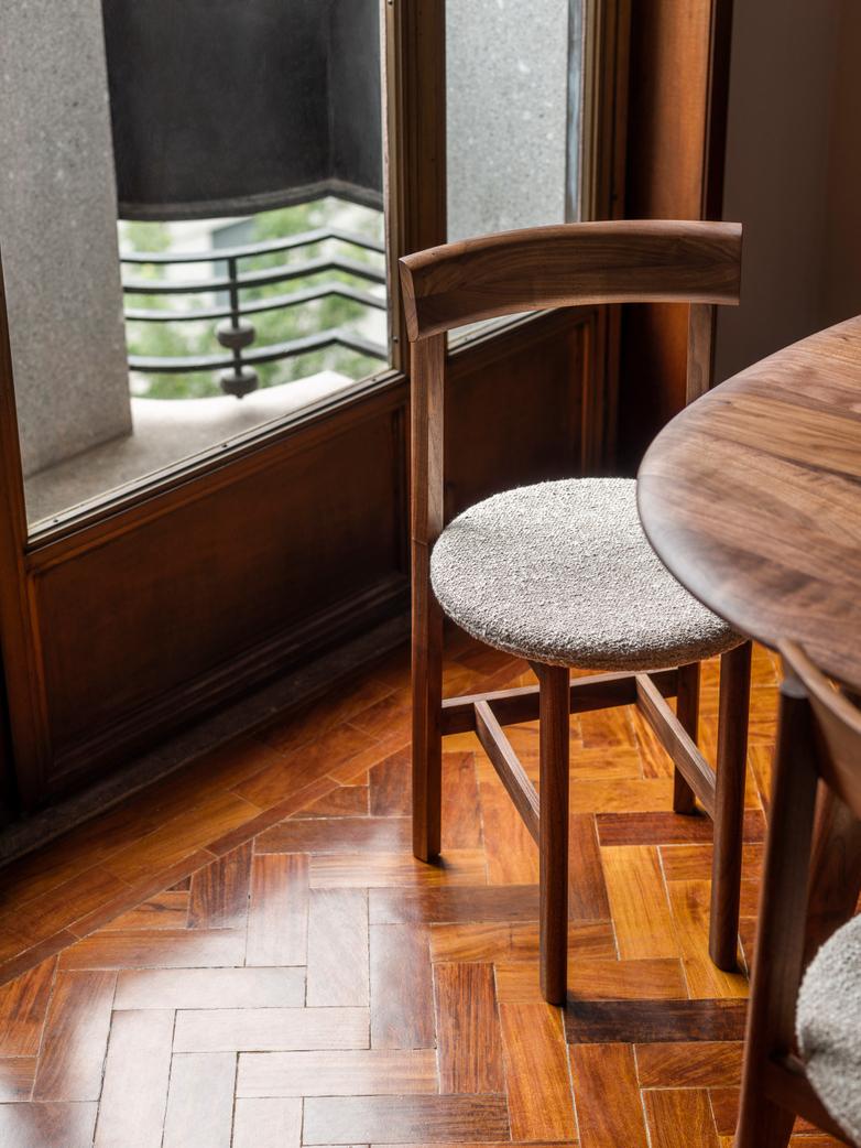 Petit 4 Chair
