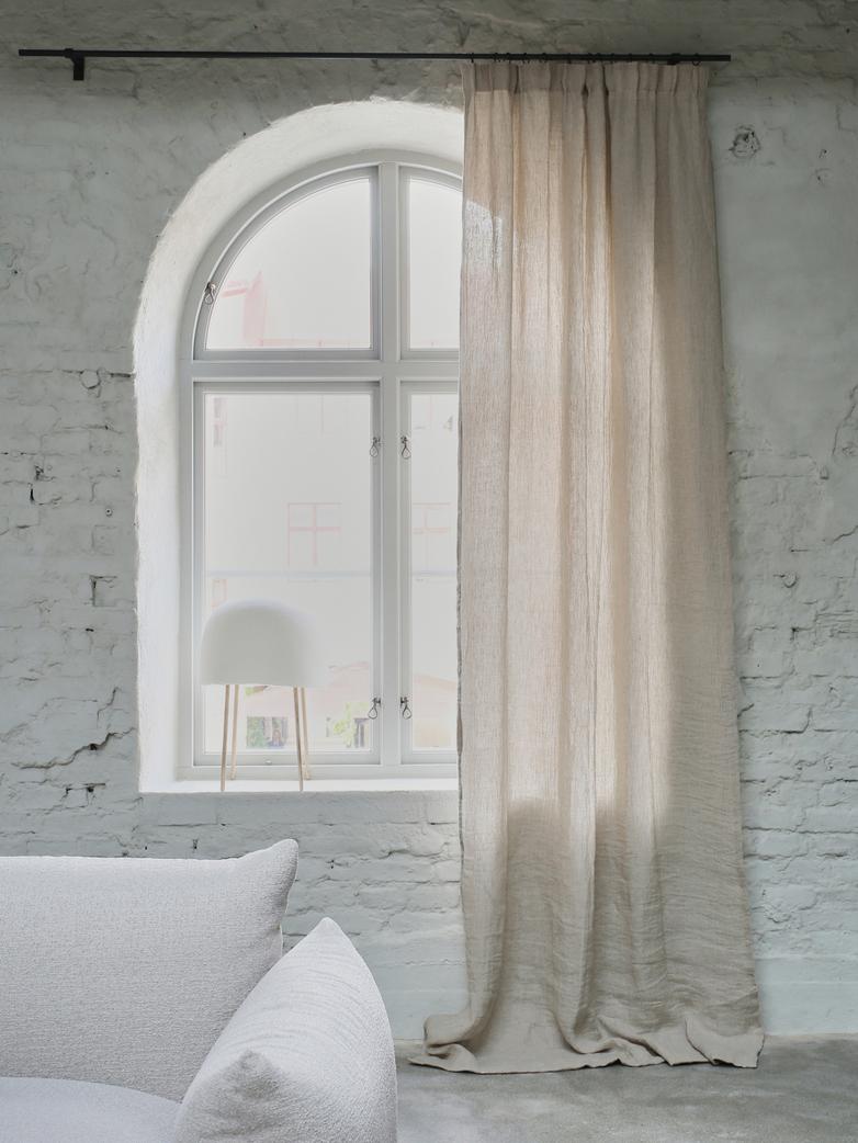 Astrid Valencia Curtain