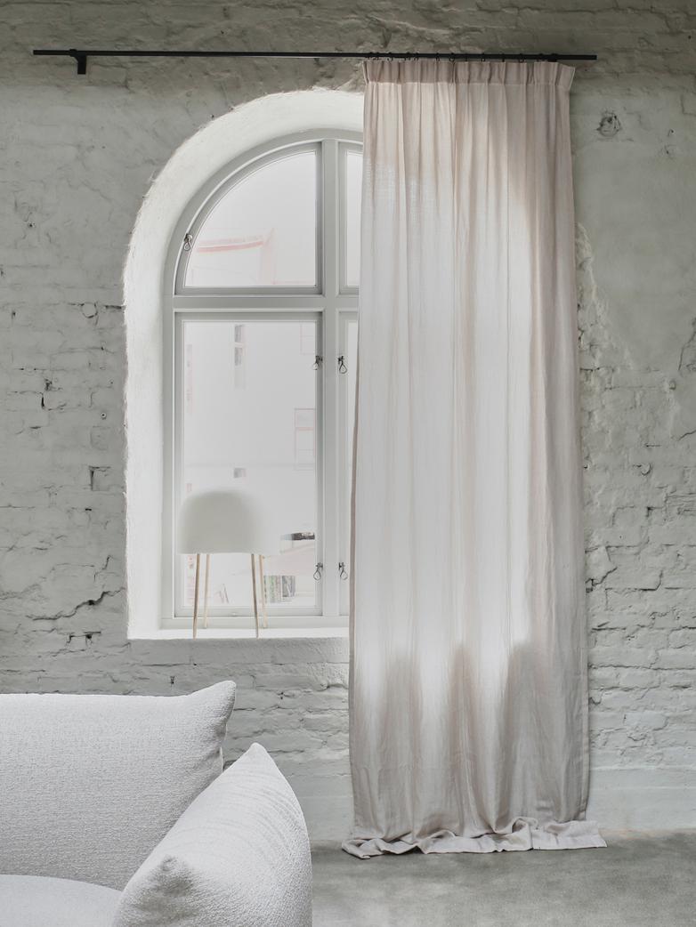 Astrid Paolo Curtain