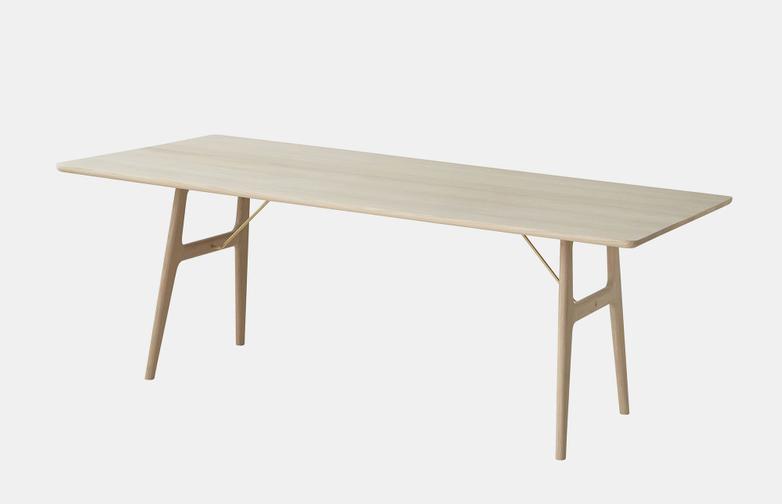 RM13 Dining Table - Oak